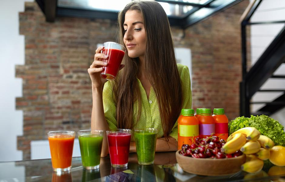 Fitness Food, Nutrition. Healthy Eating Woman Drinking Smoothie | Autor: IHOR PUKHNATYY