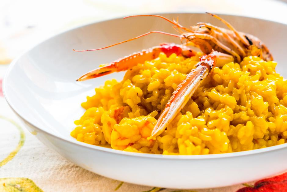 closeup of traditional saffron and shrimp italian risotto isolated on table with cloth | Autor: Promo