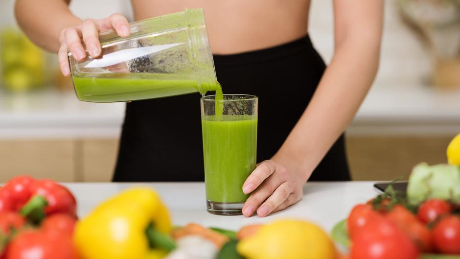 Healthy eating. Woman pouring detox shake to glass | Autor: Konstantin Postumitenko