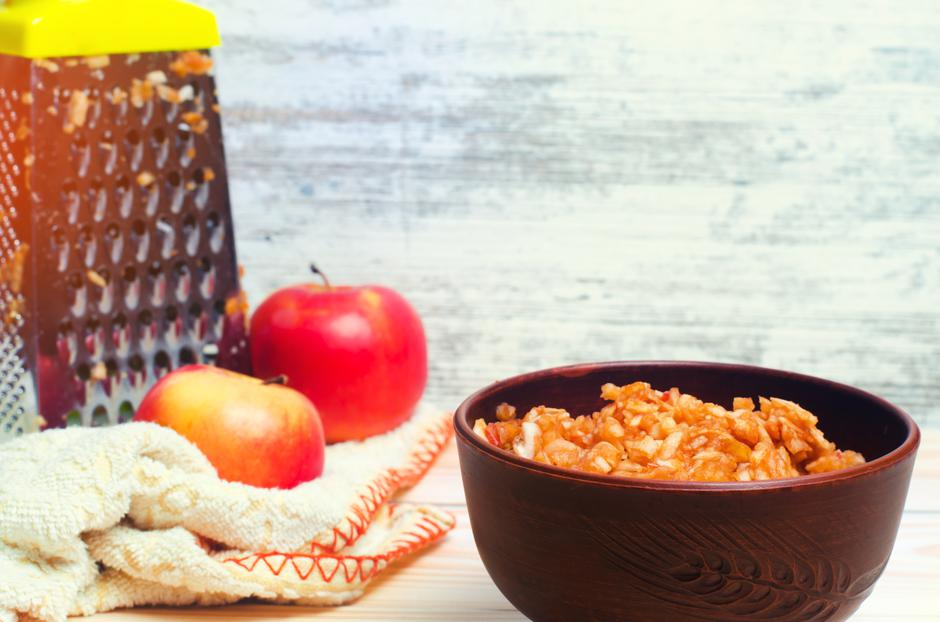 Grated apple in a plate. vitamins of iron. a metal grater. healt | Autor: Dreamstime