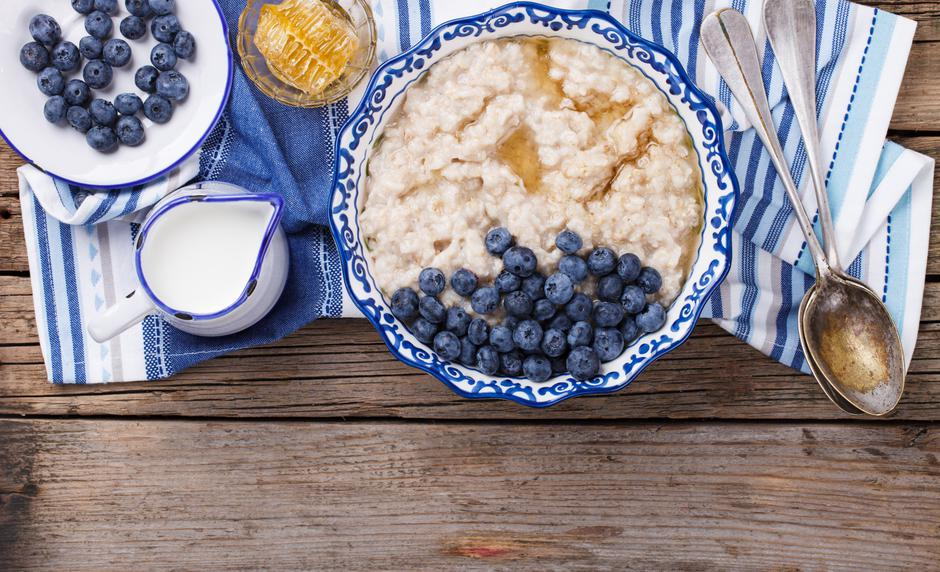 Oatmeal with blueberries | Autor: Photographer:Stolyevych Yulia