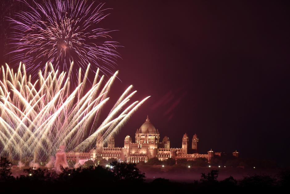 Fireworks explode in the sky over Umaid Bhawan Palace, the venue for the wedding of actress Priyanka Chopra and singer Nick Jonas, in Jodhpur | Autor: STRINGER/REUTERS/PIXSELL/REUTERS/PIXSELL