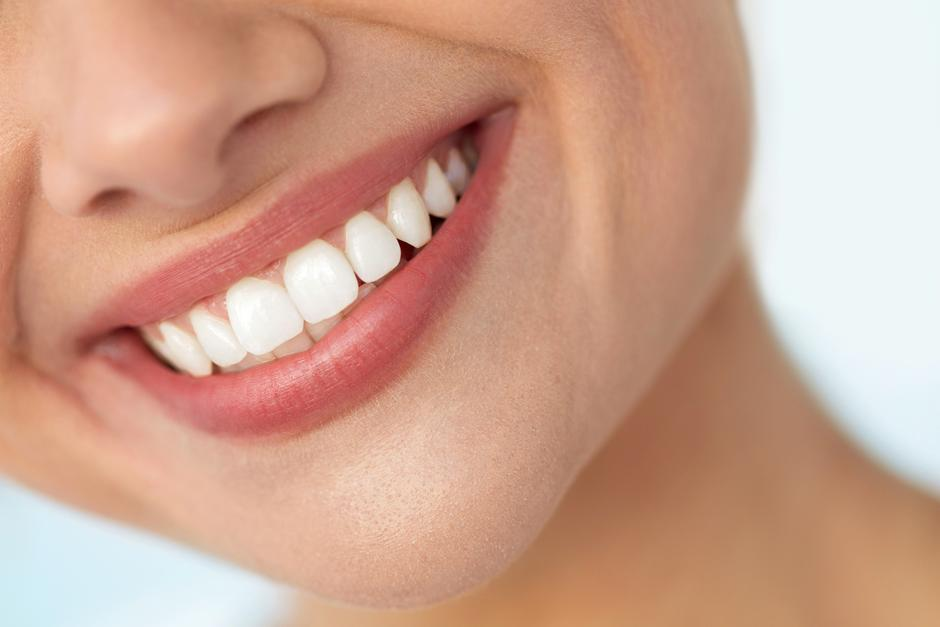 Closeup Of Beautiful Smile With White Teeth. Woman Mouth Smiling | Autor: Ihor Pukhnatyy