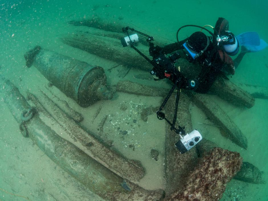 Divers are seen during the discovery of a centuries-old shipwreck, in Cascais | Autor: Handout/REUTERS/PIXSELL/REUTERS/PIXSELL