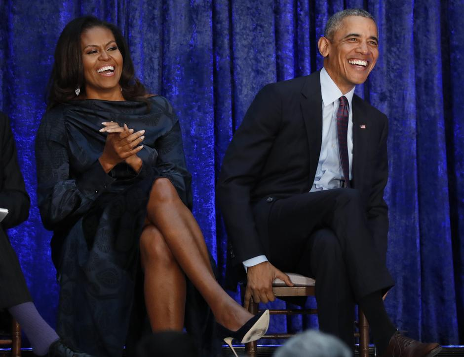Former U.S. President Obama and first lady Michelle Obama sit together prior to portraits unveiling at the Smithsonian's National Portrait Gallery in Washington | Autor: JIM BOURG/REUTERS/PIXSELL/REUTERS/PIXSELL