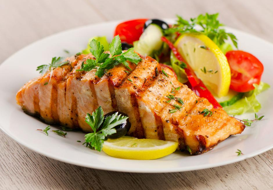 Grilled Salmon with  salad . | Autor: 123RF