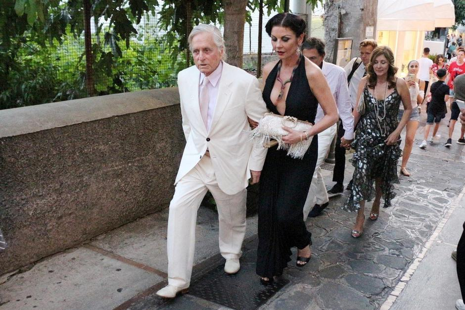 *PREMIUM-EXCLUSIVE* Michael Douglas, Catherine Zeta Jones and Sarah Ferguson spotted out in Capri *MUST CALL FOR PRICING* *NO MAIL ONLINE* | Autor: BESC