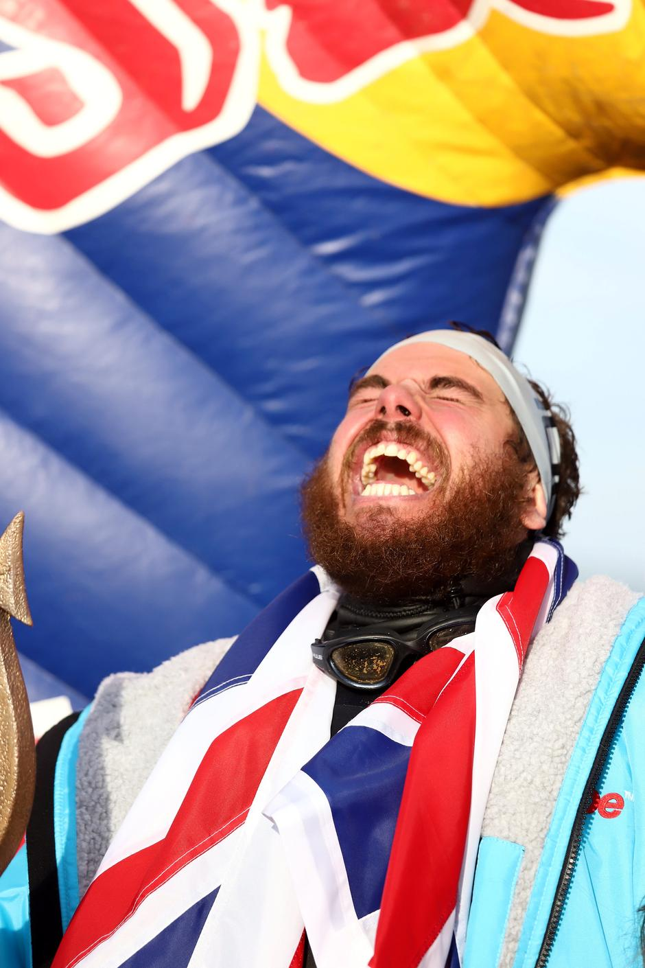 Swimmer Ross Edgley reacts after completing his round Britain swim, on Margate beach | Autor: STRINGER/REUTERS/PIXSELL/REUTERS/PIXSELL