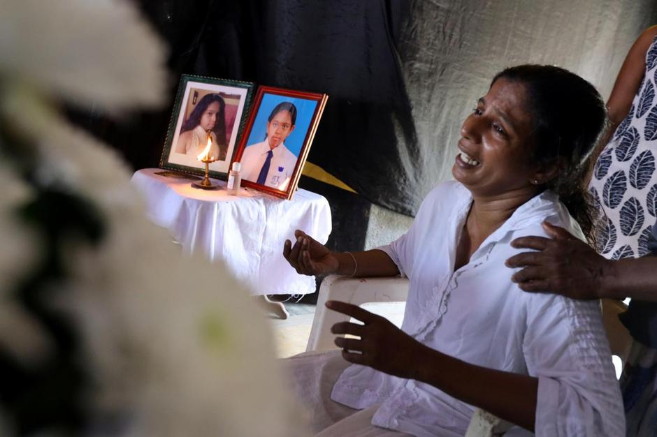 The mother of Shaini, 13, who died as bomb blasts ripped through churches and luxury hotels on Easter, mourns at her wake, in Negombo | Autor: ATHIT PERAWONGMETHA/REUTERS/PIXSELL/REUTERS/PIXSELL