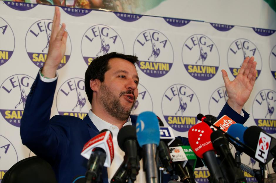 Northern League party leader Matteo Salvini gestures as he talks during a news conference, the day after Italy's parliamentary elections, in Milan | Autor: STEFANO RELLANDINI