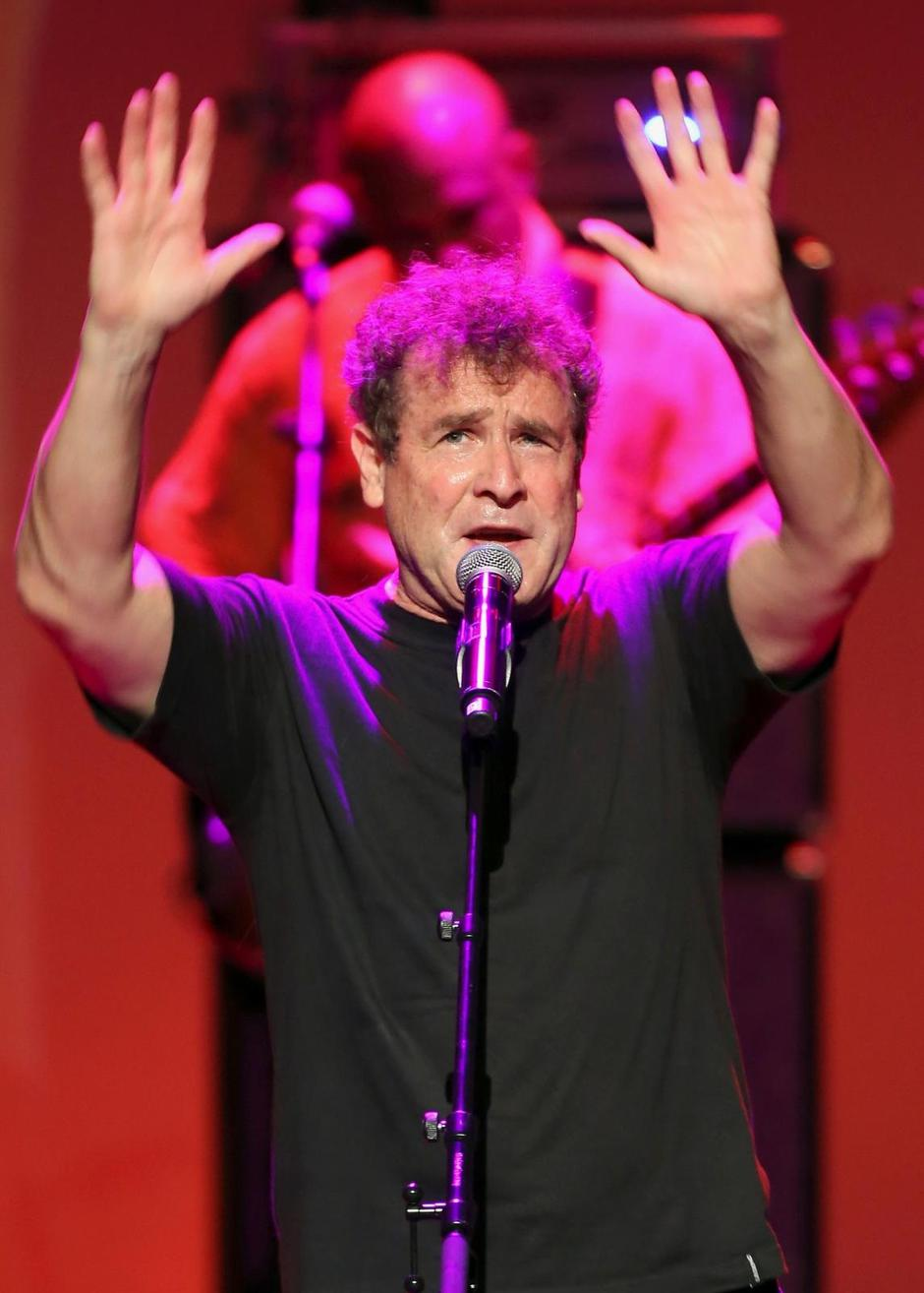 FILE PHOTO: South African singer Johnny Clegg performs during the South Africa Gala night at the Monte Carlo opera | Autor: POOL New/REUTERS/PIXSELL/REUTERS/PIXSELL