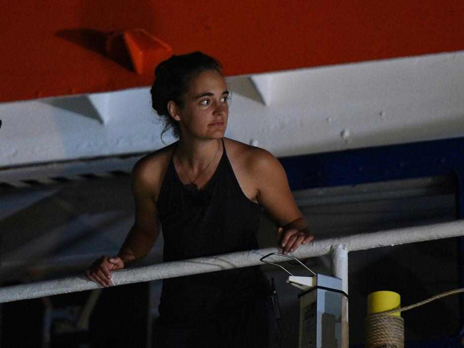 Carola Rackete, the 31-year-old Sea-Watch 3 captain, is seen onboard the ship as it docks in Lampedusa | Autor: GUGLIELMO MANGIAPANE/REUTERS/PIXSELL/REUTERS/PIXSELL