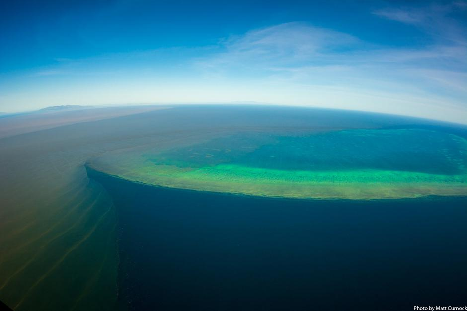 Sediment-filled water is seen in the Great Barrier Reef | Autor: SOCIAL MEDIA