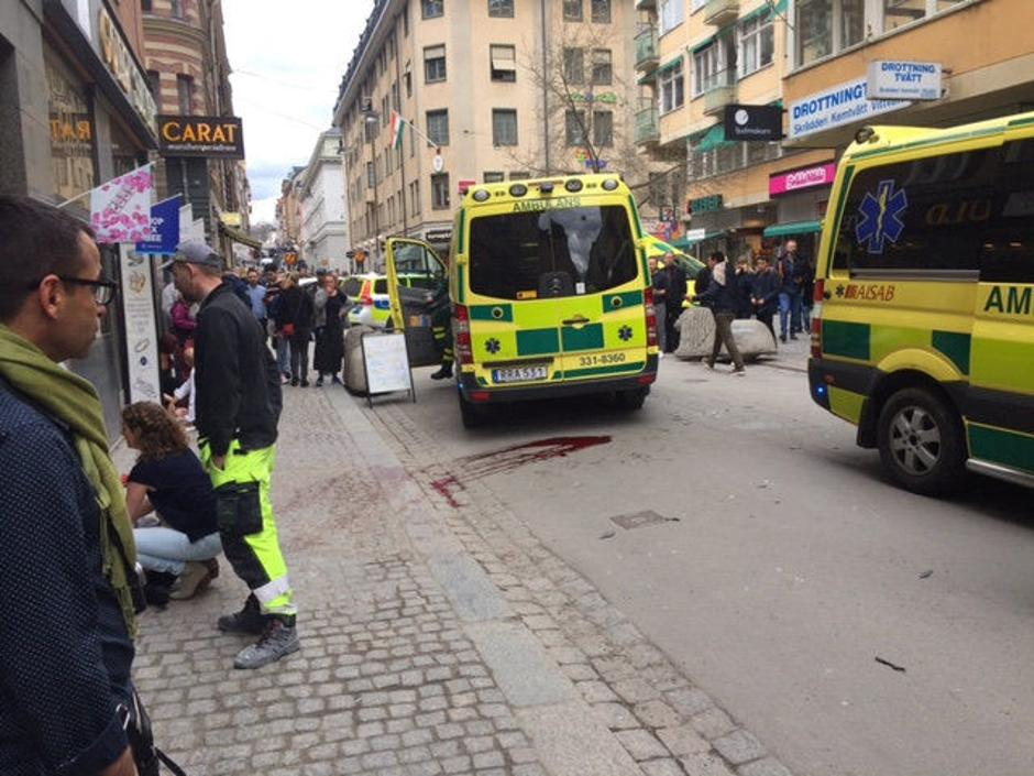People were killed when a truck crashed into department store Ahlens on Drottninggatan, in central Stockholm | Autor: TT News Agency