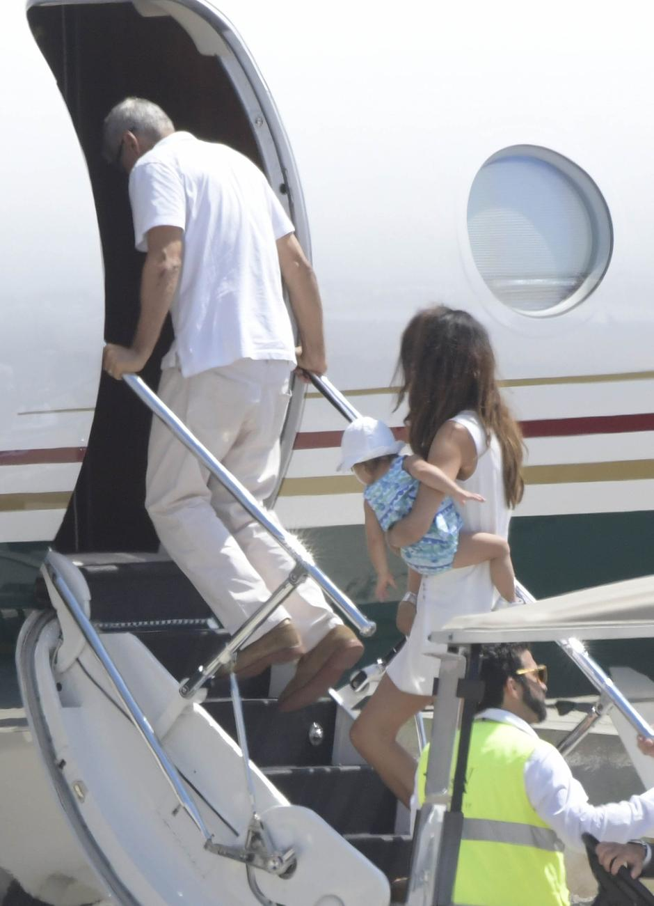 George Clooney departing from Olbia with wife Amal and the twins | Autor: Profimedia