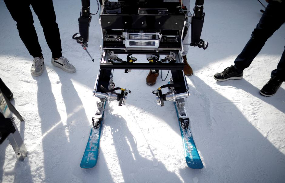 A robot takes part in the Ski Robot Challenge at a ski resort in Hoenseong, | Autor: KIM HONG-JI