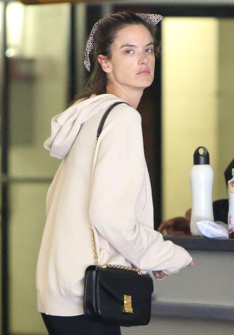 Alessandra Ambrosio out and about in Santa Monica | Autor: Profimedia