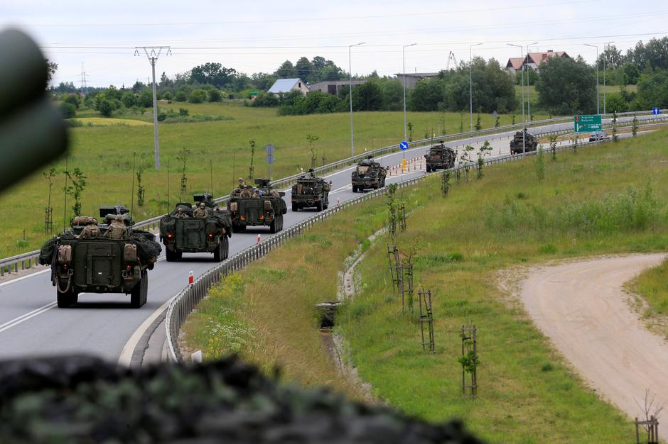 U.S. forces convoy rides to Suwalki direction near Augustow | Autor: INTS KALNINS