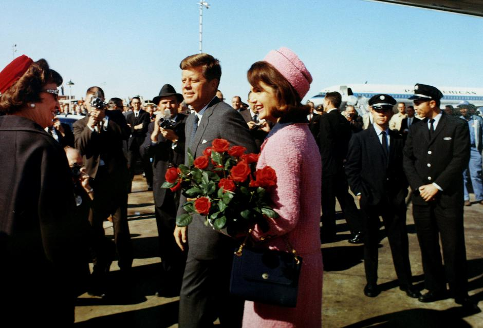 FILE PHOTO: President John F. Kennedy and first lady Jacqueline Bouvier Kennedy arrive at Love Field | Autor: Reuters