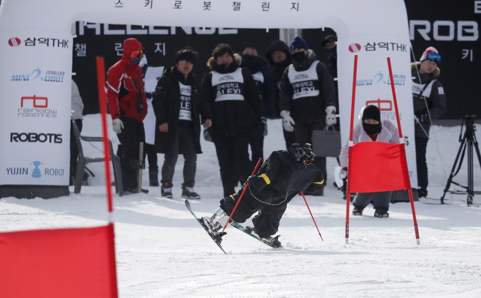 Robot Alexi takes part in the Ski Robot Challenge at a ski resort in Hoenseong | Autor: KIM HONG-JI