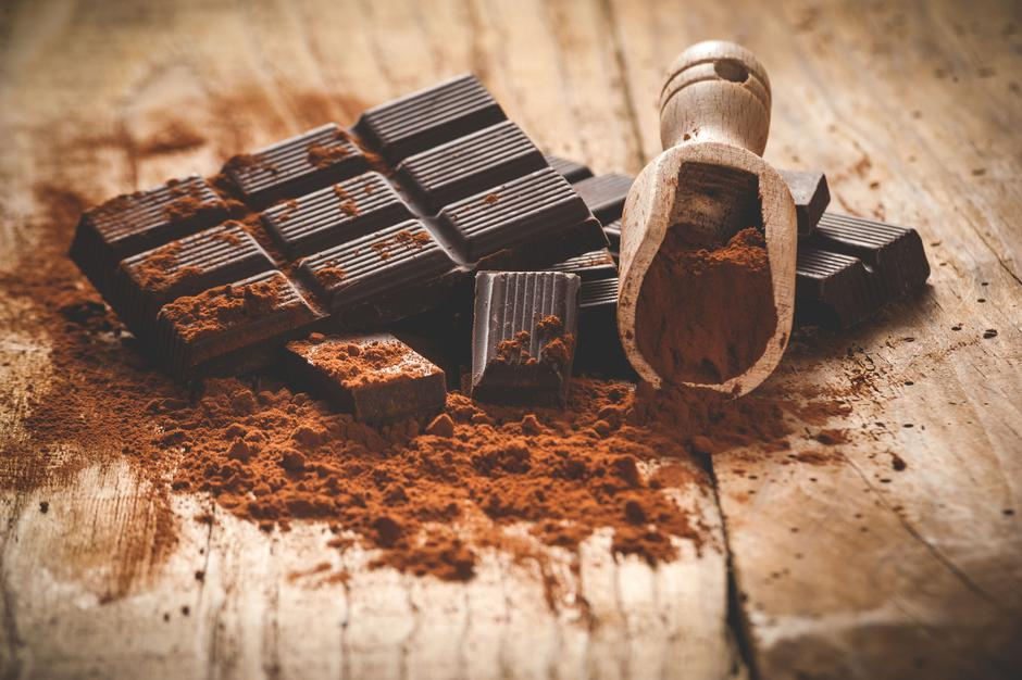Noble dark chocolate on a wooden table in vintage style. | Autor: Jaroslaw Pawlak