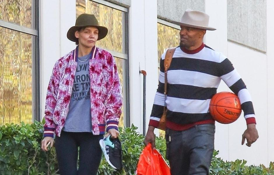 *PREMIUM-EXCLUSIVE* Katie Holmes and Jamie Foxx spend Valentine's Day playing basketball *NO NY PAPERS* | Autor: BAHE, LOBO