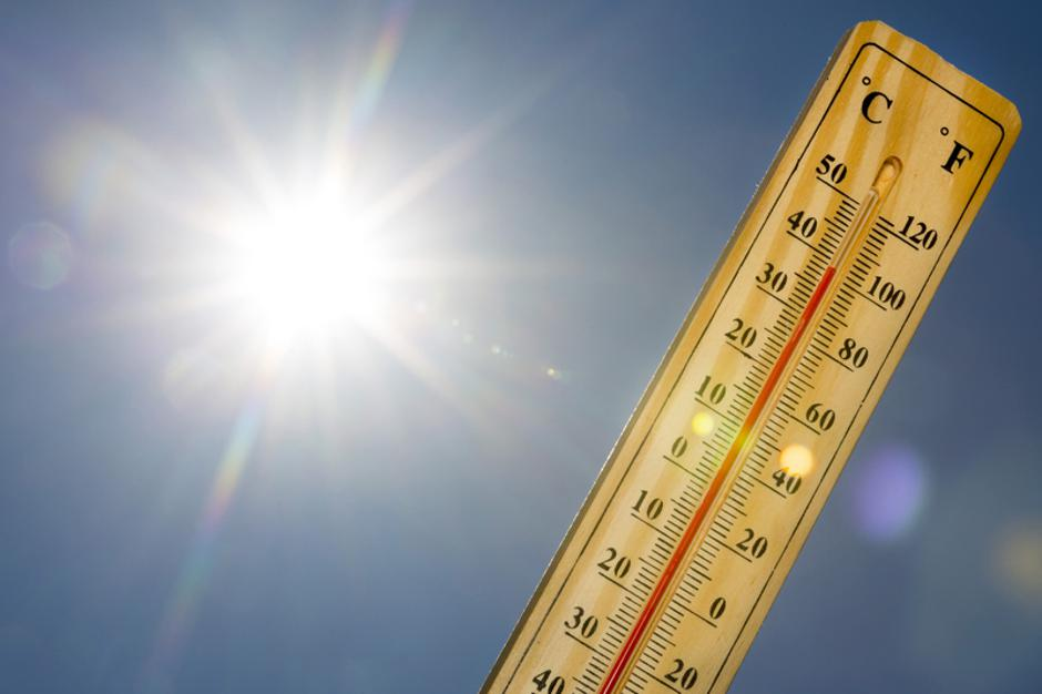 Mercury thermometer Summer heat Sun light | Autor: Dreamstime