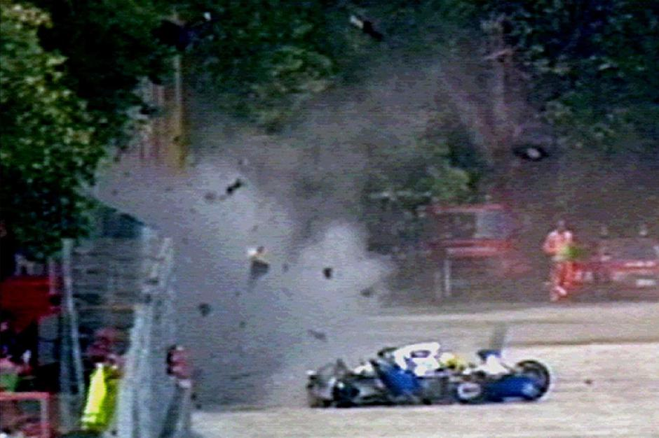 FILE PHOTO: Wreckage from three-time world champion Brazilian F-1 driver Senna's Williams-Renault car flies through the air in Imola | Autor: Str Old/REUTERS/PIXSELL/REUTERS/PIXSELL