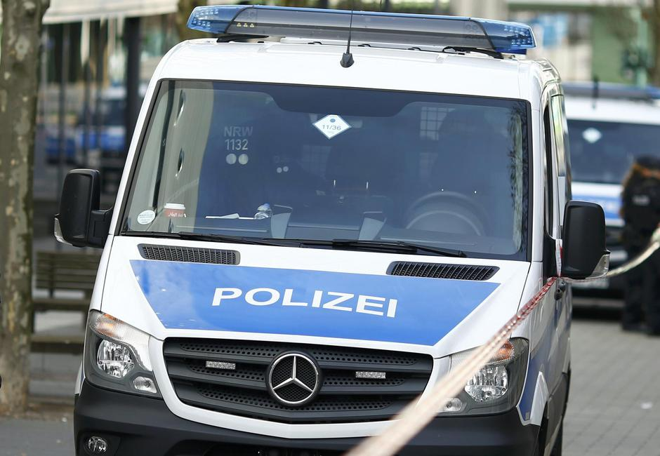 Police secures the area at Limbecker Platz shopping mall in Esse | Autor: THILO SCHMUELGEN