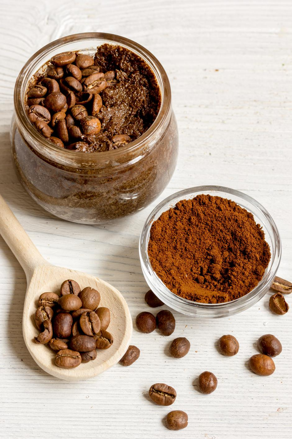 handmade coffee-cocoa scrub on wooden background close up | Autor: 279photo