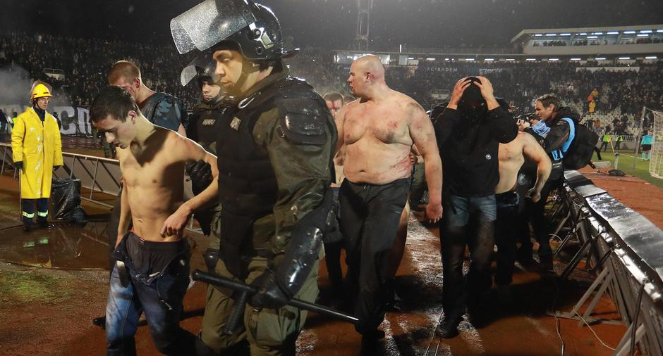 Police escort the soccer fans injured during the fights at a match between Red Star and Partizan in Belgrade | Autor: DJORDJE KOJADINOVIC