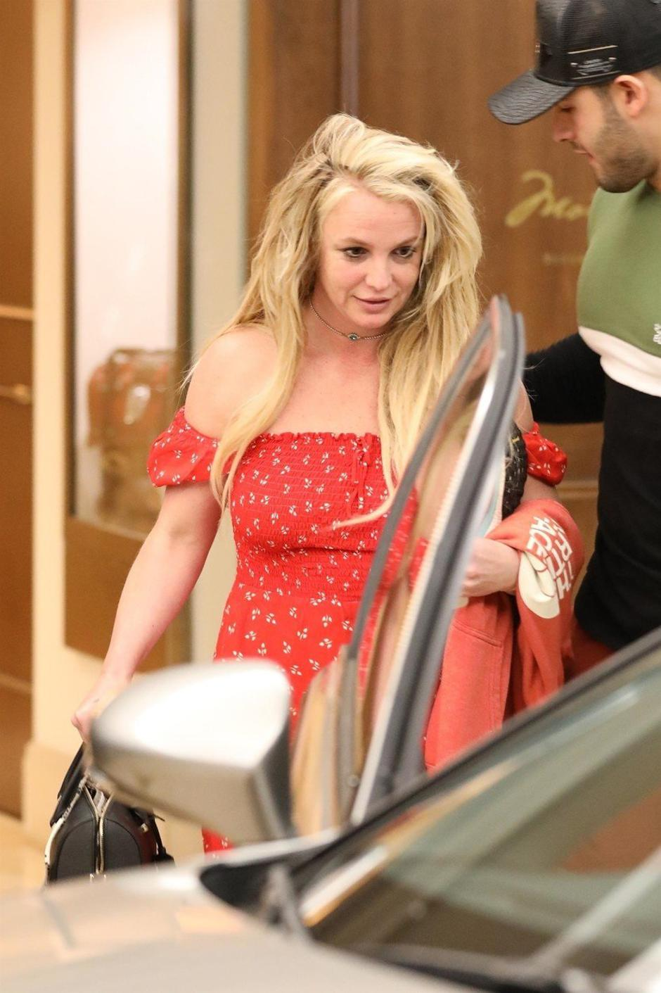 *PREMIUM-EXCLUSIVE* Britney Spears is seen leaving The Montage hotel in Beverly Hills after a day of indulgences | Autor: CLTN, LEGA, GICE