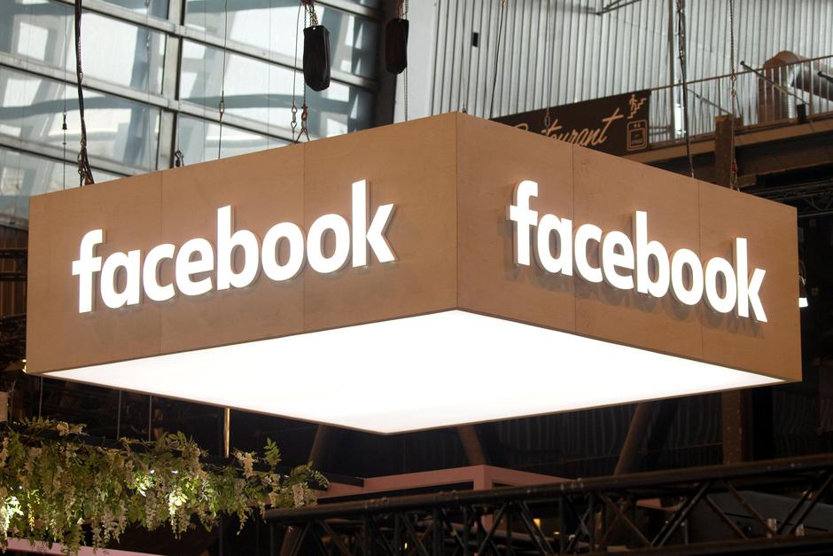 FILE PHOTO: The logo of Facebook is pictured during the Viva Tech start-up and technology summit in Paris | Autor: Charles Platiau