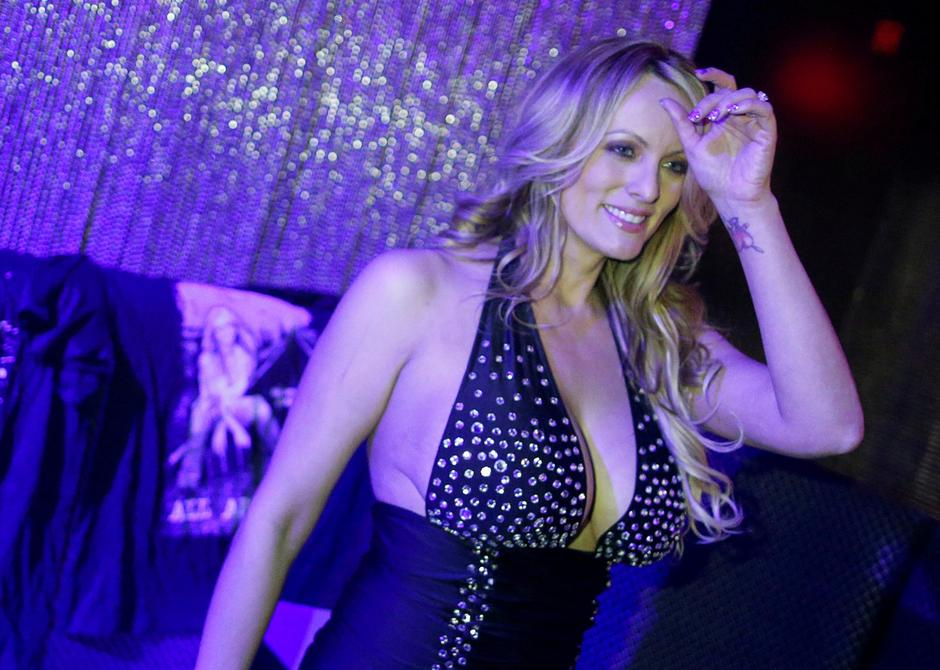 FILE PHOTO: Adult-film actress Clifford, also known as Stormy Daniels, poses for pictures at the end of her striptease show in Gossip Gentleman club in Long Island, New York | Autor: EDUARDO MUNOZ/REUTERS/PIXSELL/REUTERS/PIXSELL