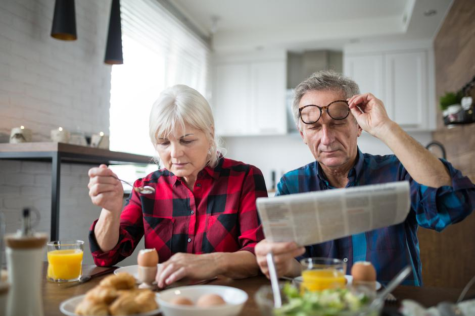 Senior marriage having morning breakfast together | Autor: Dreamstime
