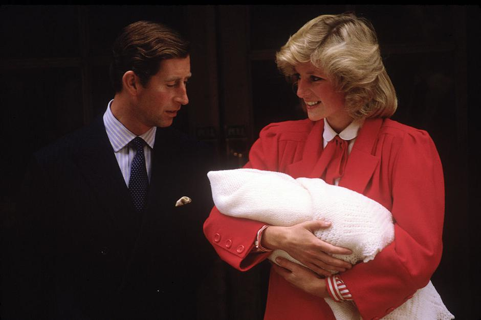 Diana Princess of Wales and Prince Charles with new born Prince Harry | Autor: David Levenson