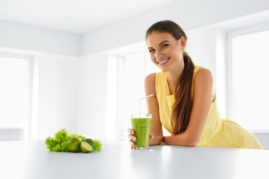 Healthy Meal. Woman Drinking Detox Smoothie. Lifestyle, Food. Dr | Autor: IHOR PUKHNATYY