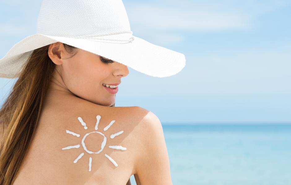 Sun Drawn On Woman's Shoulder Suntan Lotion | Autor: francescoridolfi.com