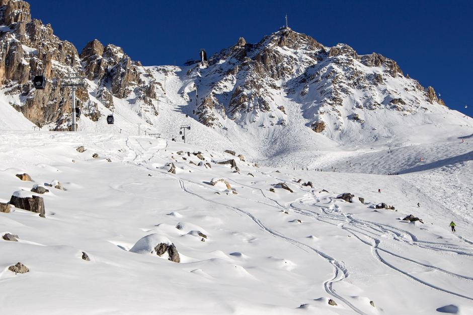 FILE PHOTO: A general view shows a off-piste area with rocks between slopes near the ski resort of Meribel, French Alps | Autor: EMMANUEL FOUDROT/REUTERS/PIXSELL/REUTERS/PIXSELL