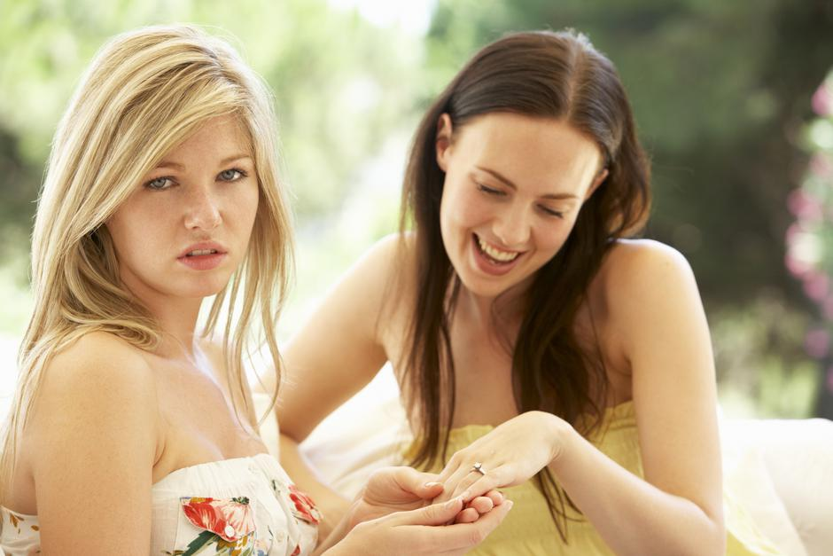 Woman Showing Jealous Friend Engagement Ring | Autor: monkeybusinessimages
