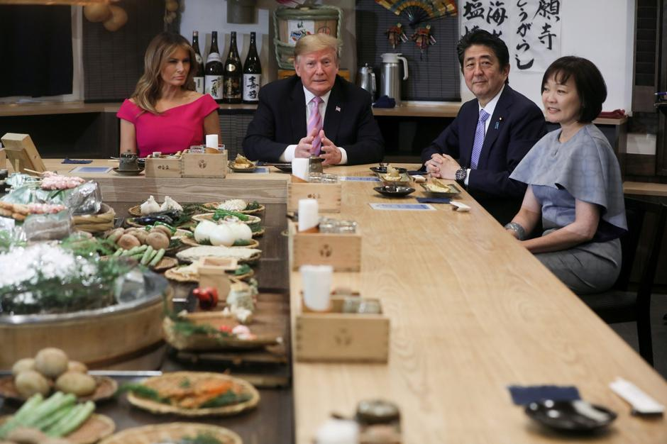 Japanese Prime Minister Abe and his wife sit down with U.S. President Donald Trump and the first lady for a couples dinner in Tokyo | Autor: JONATHAN ERNST/REUTERS/PIXSELL/REUTERS/PIXSELL