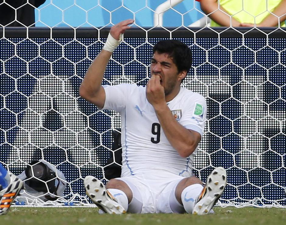 File photo of Uruguay's Luis Suarez holding his teeth during the 2014 World Cup Group D soccer match between Uruguay and Italy at the Dunas arena | Autor: YVES HERMAN