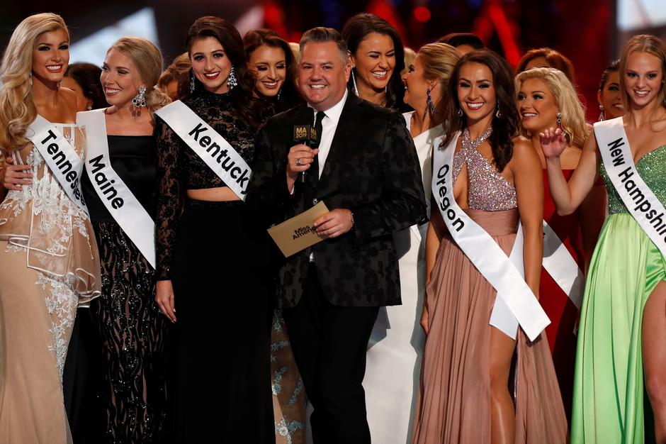Ross Mathews hosts the Miss America pageant on stage in Atlantic City | Autor: CARLO ALLEGRI/REUTERS/PIXSELL/REUTERS/PIXSELL/screenshot