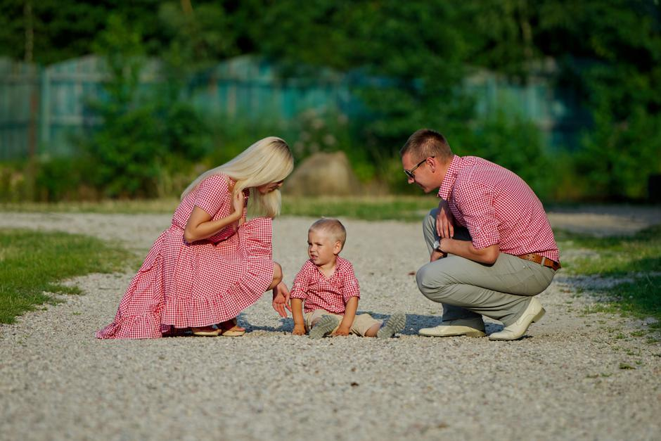 "young family parenting naughty son | Autor: ""LOSEVICH.COM                        """