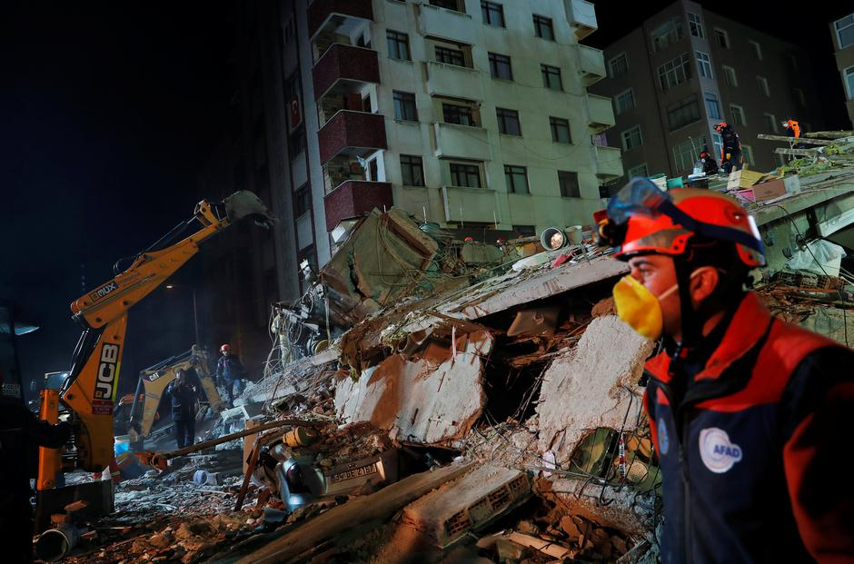 Site of a collapsed residential building in Istanbul | Autor: MURAD SEZER