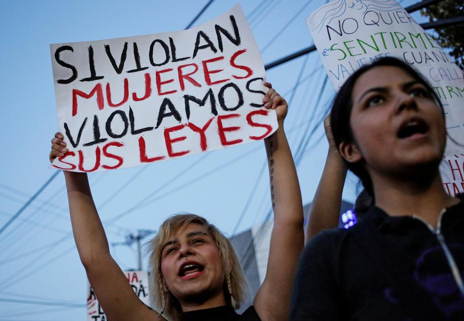 Women demonstrate at the They Don't Protect Me, They Rape Me protest to demand justice for two teenage girls that local media reported were apparently raped by policemen, outside the Nuevo Leon's Attorney General's office in Monterrey | Autor: DANIEL BECERRIL/REUTERS/PIXSELL/REUTERS/PIXSELL