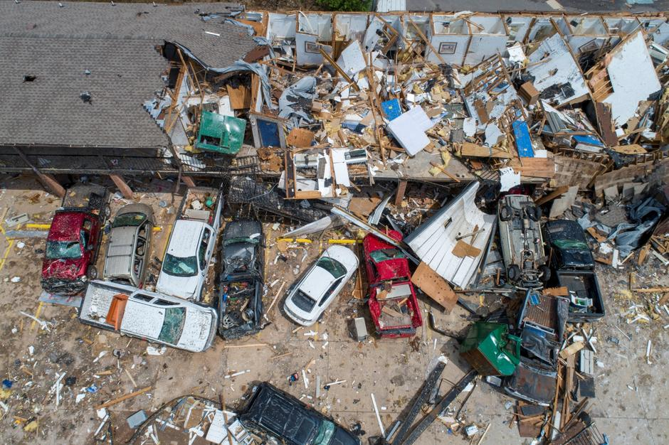 Damage to the American Budget Value Inn is seen in an aerial photo after a tornado touched down overnight in El Reno | Autor: RICHARD ROWE/REUTERS/PIXSELL/REUTERS/PIXSELL