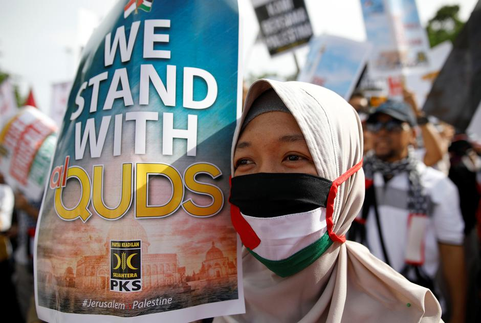 Protesters hold a rally outside the U.S. embassy in Jakarta, Indonesia, to condemn the U.S. decision to recognise Jerusalem as Israel's capital | Autor: DARREN WHITESIDE