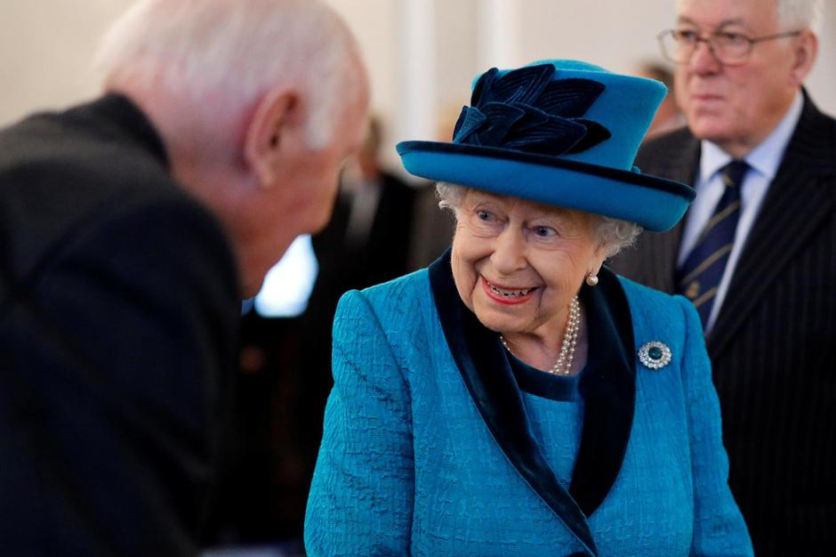 Britain's Queen Elizabeth visits the Royal Philatelic Society in London | Autor: pool/REUTERS/PIXSELL/REUTERS/PIXSELL