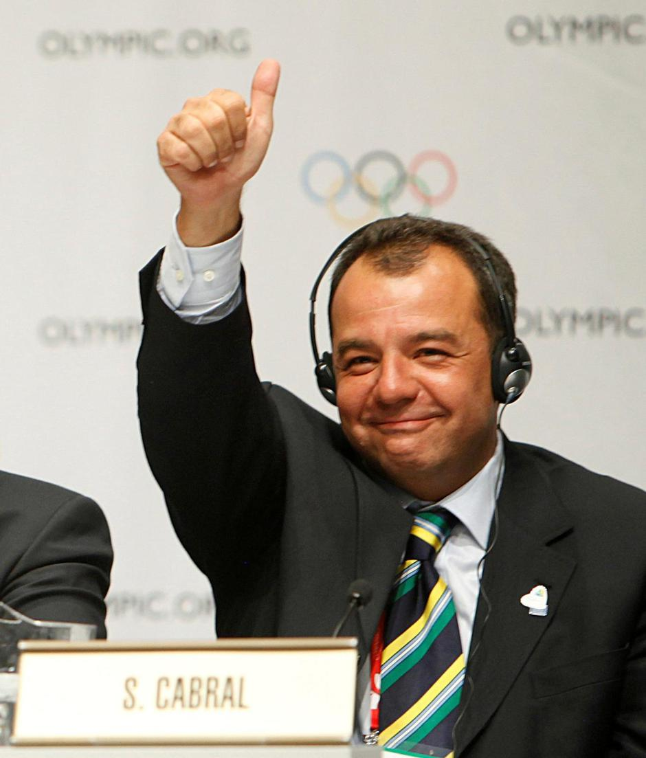 FILE PHOTO: Rio de Janeiro Governor Cabral celebrates during a news conference following the signing of the host city contract after Rio de Janeiro was announced as the winning city bid for the 2016 Olympic Games at the 121st IOC session in Copenhagen | Autor: PAWEL KOPCZYNSKI/REUTERS/PIXSELL/REUTERS/PIXSELL